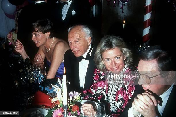 """Walter Scheel, Ehefrau Barbara Scheel, """"Ball des Sports 1989"""" am in Köln, Deutschland."""