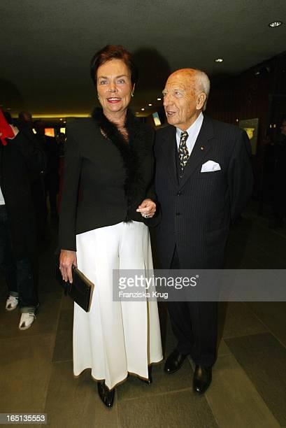 Walter Scheel Und Ehefrau Barbara Beim Konzert Zum 80 Geburtstag Von Vicco_Von_Bülow In Der Deutschen Oper In Berlin Am 201103