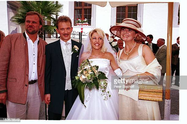 Walter Schmidt Alexandra Hofmann Ehemann Dietmar Angela Wiedl Hochzeit von Alexandra Hofmann StMartin/Meßkirch/BadenWürttemberg Schleier...