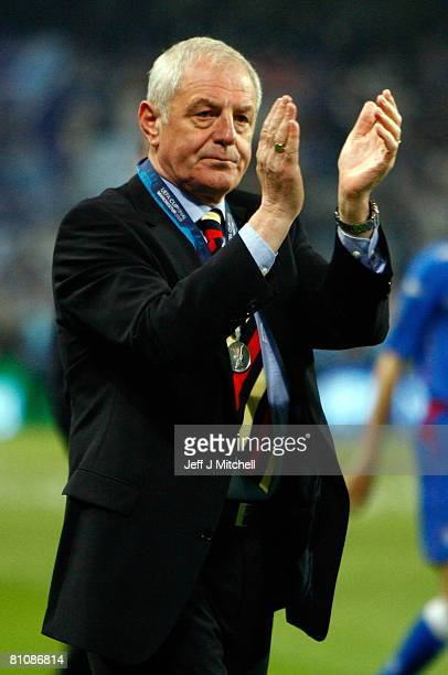 Walter Smith, Coach of Glasgow Rangers looks dejected after the UEFA Cup Final between Zenit St. Petersburg and Glasgow Rangers at the City of...