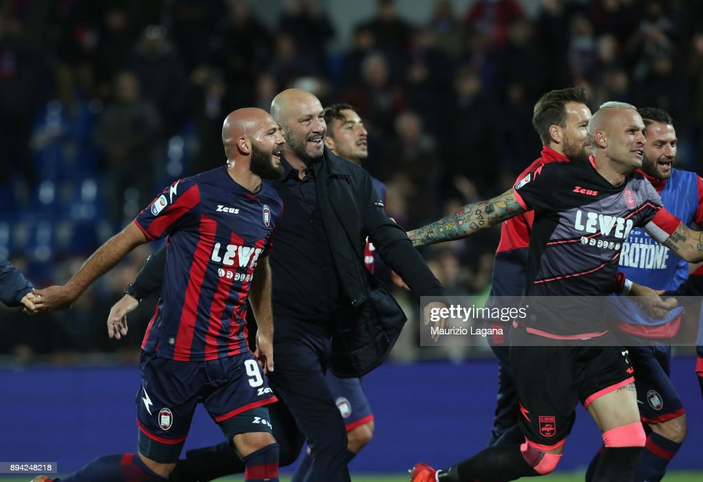 Walter Zenga of Crotone celebrates after the Serie A match between FC Crotone and AC Chievo Verona at Stadio Comunale Ezio Scida on December 17, 2017 in Crotone, Italy.