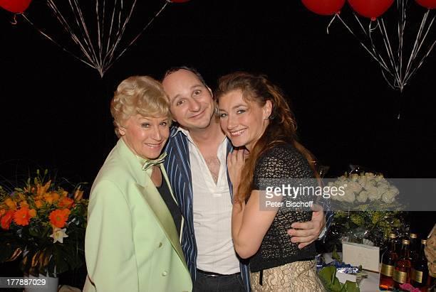 Waltraut Haas Marcus Ganser Daniela Kiefer Geburtstagsfeier zum 105 Geburtstag von J o h a n n e s H e e s t e r s AftershowParty nach Operette Im...