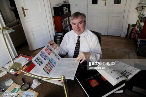 WamS Feierabend Chef des Beamtenbundes Klaus Dauderstädt sammelt Briefmarken Autorin Flora Wisdorff