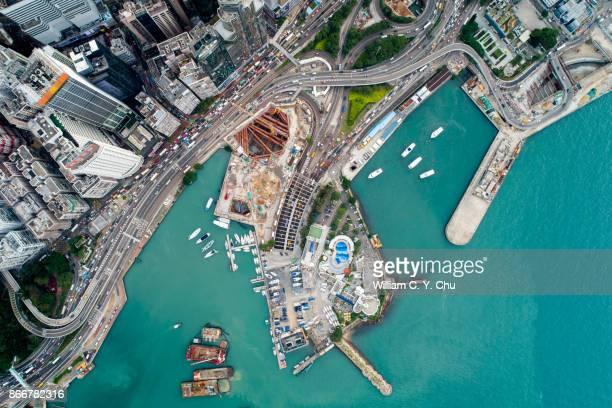 wan chai, hong kong - victoria harbour hong kong stockfoto's en -beelden