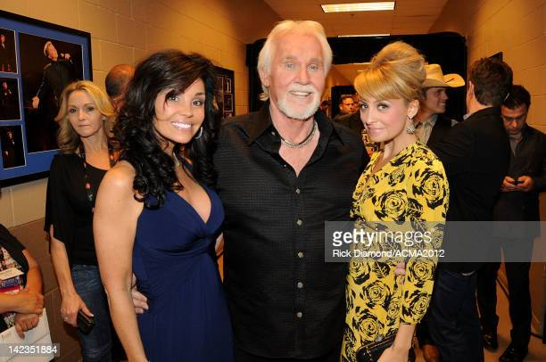 Wanda Miller singer Kenny Rogers and Nicole Richie pose backstage during the Lionel Richie and Friends in Concert presented by ACM held at the MGM...