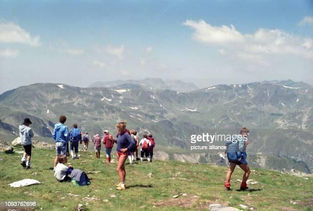 Wanderer aus der DDR in der Gebirgslandschaft von Bulgarien aufgenommen im Juli 1989 Für DDRBürger war ein Urlaub in Bulgarien schon eine weite Reise...
