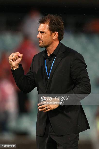Wanderers coach Tony Popovic celebrates winning the round four A-League match between the Western Sydney Wanderers and Perth Glory at Pirtek Stadium...