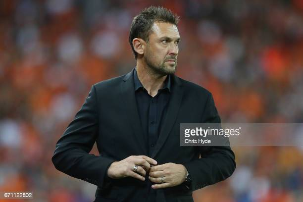 Wanderers coach Tony Popovic looks on during the ALeague Elimination Final match between the Brisbane Roar and the Western Sydney Wanderers at...