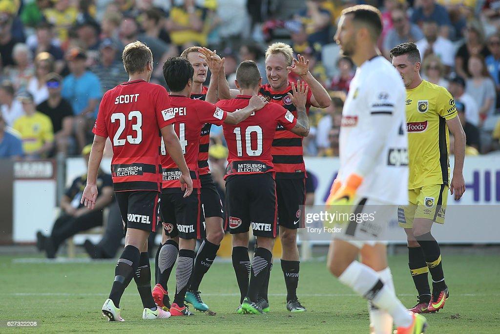 A-League Rd 9 - Central Coast v Western Sydney : News Photo