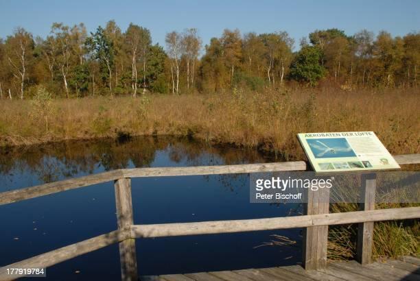 Wanderweg im Naturschutzgebiet Huvenhoopsmoor, Landkreis Rotenburg / Wümme, Niedersachsen, Deutschland, Europa, Schild, Moor, Moorsee, Natur, Reise,