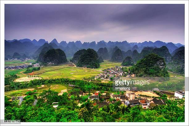 wanfenglin karst topography in china - province du guizhou photos et images de collection