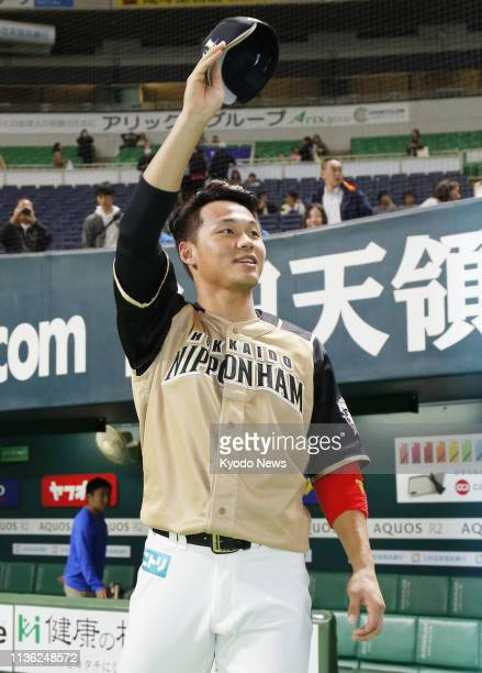 Wang Pojung acknowledges the crowd after his 11thinning RBI single led the Nippon Ham Fighters to a 32 win over the SoftBank Hawks at Yafuoku Dome in...