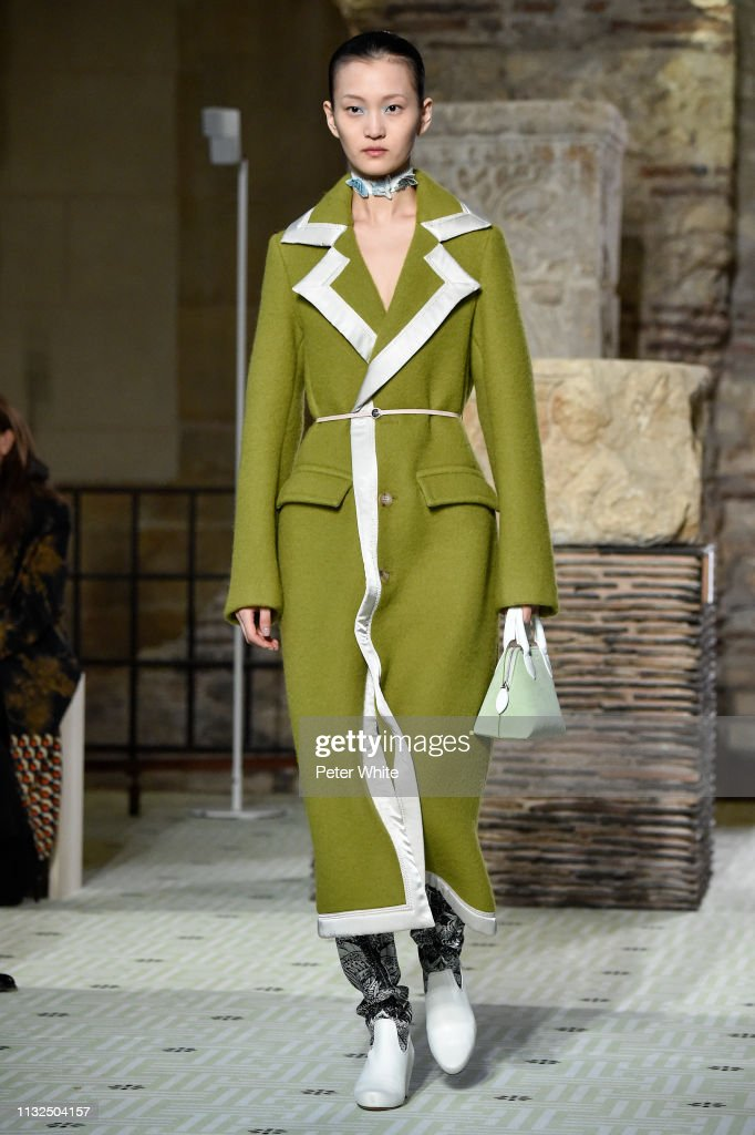 Lanvin : Runway - Paris Fashion Week Womenswear Fall/Winter 2019/2020 : Nachrichtenfoto