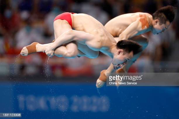 Wang Zongyuan and Xie Siyi of China compete during the Men's Synchronised 3m Springboard Final on day five of the Tokyo 2020 Olympic Games at Tokyo...