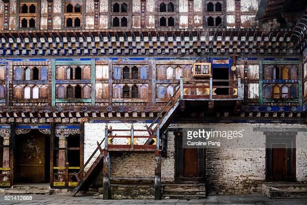 wangdicholing dzong, bumthang, bhutan - caroline pang stock pictures, royalty-free photos & images