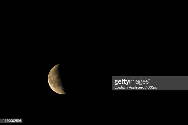 waning crescent moon in london, 422 illuminated - solar system stock pictures, royalty-free photos & images