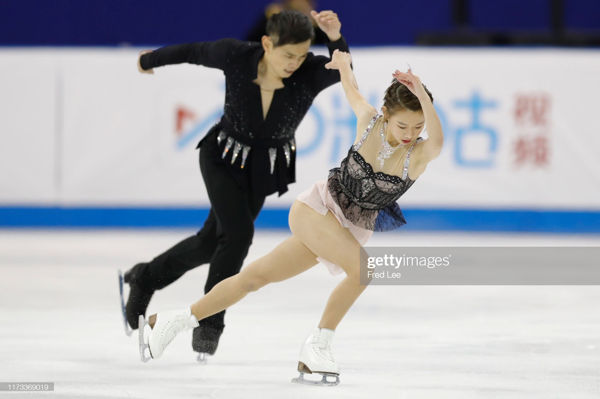 Shanghai Trophy (Invitational). 3-5 октября 2019. Шанхай (Китай) - Страница 3 Wanqi-ning-and-chao-wang-of-china-perform-in-the-pairs-short-program-picture-id1173369019?s=2048x2048