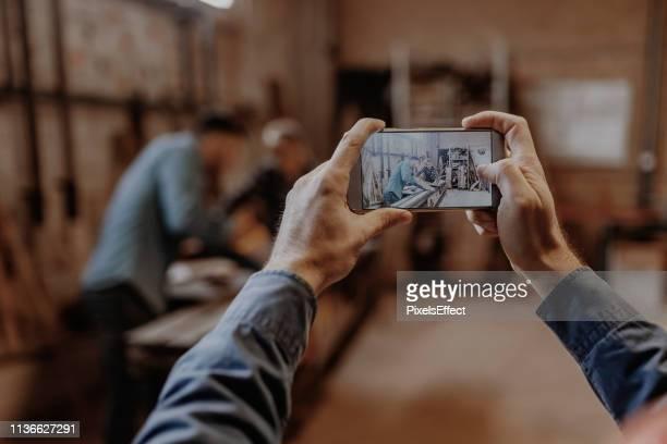¡ quiero compartir esta foto en las redes sociales! - hacer fotografías e imágenes de stock