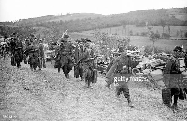 War 19141918 Troops transported in taxis on the front of the battle of the Marne in September 1914 ND160520
