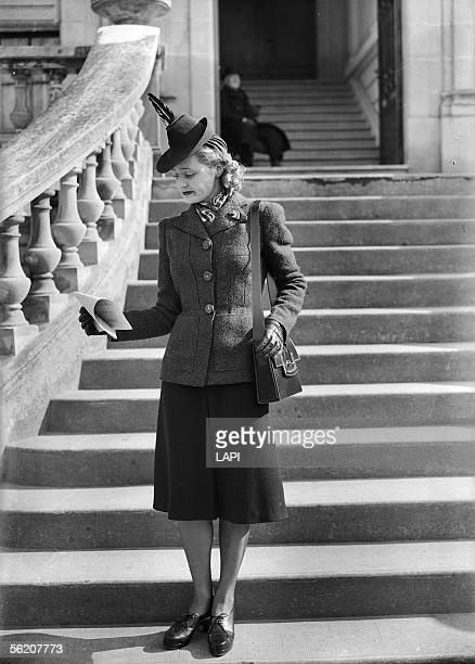 War 19391945 Fashion in Auteuil march 1941