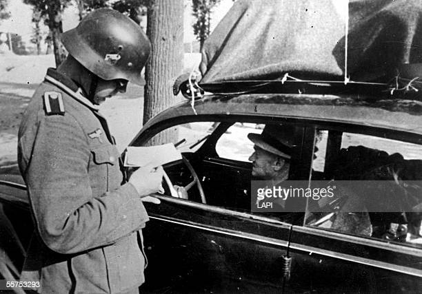 War 19391945 Return of exodus Parisians' car controlled by a German soldier On 1940 LAP38186