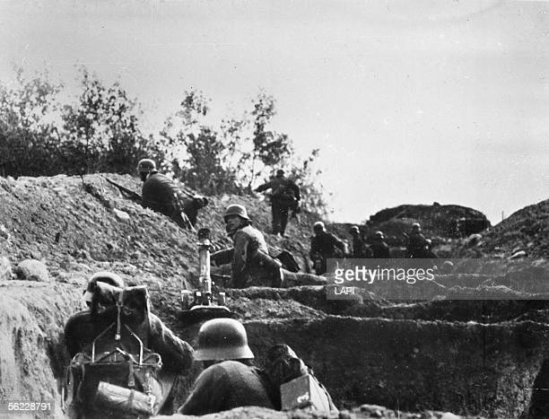 War 19391945 Russian front Siege of Stalingrad German soldiers in a trench November 1941 LAPI5326