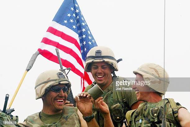 war against iraq continues - joe raedle foto e immagini stock