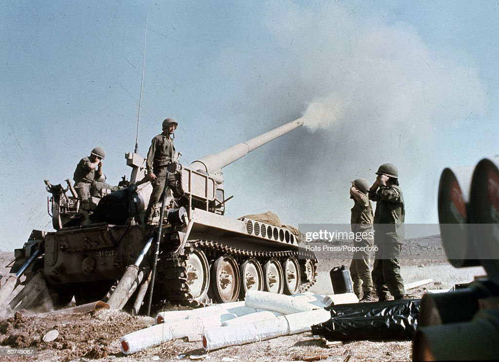 War and Conflict, Middle East, Yom Kippur War, pic: October 1973, Israeli howitzer pounds enemy positions in the Syrian desert
