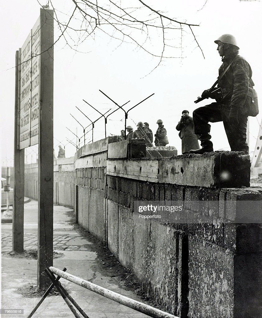 War And Conflict People The Berlin Wall Pic 20th