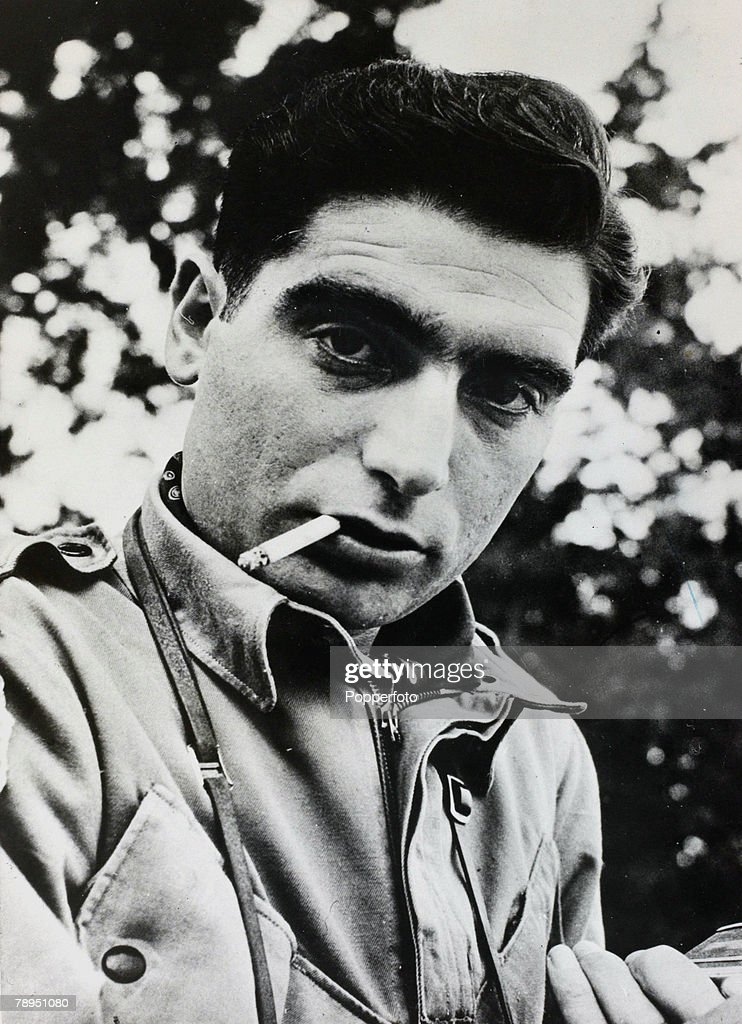 War and Conflict. Photography. Personalities. pic: circa 1950. Famous war photographer Robert Capa, (1913-1954), whose exploits as a war photographer made him a legend. Capa was killed in a land mine explosion in Indo China in 1954. : Foto di attualità