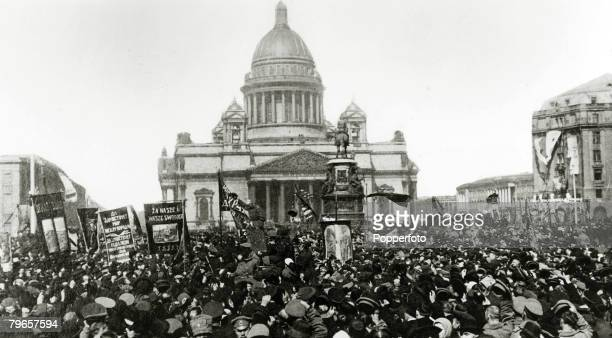 War and Conflict, Russian Revolution, pic:1917, Bolshevist crowds demonstrating in front of St,Isaac's Cathedral in Petrograd, during the days of the...