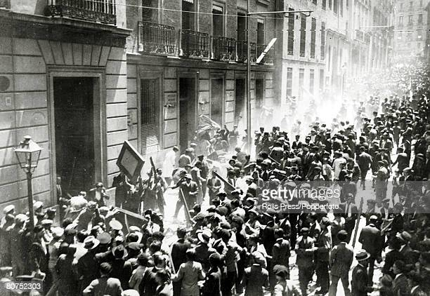 War and Conflict Spain Pre Spanish Civil War pic 7th October 1934 Hand to hand fighting in Madrid between strikers and workers during the...