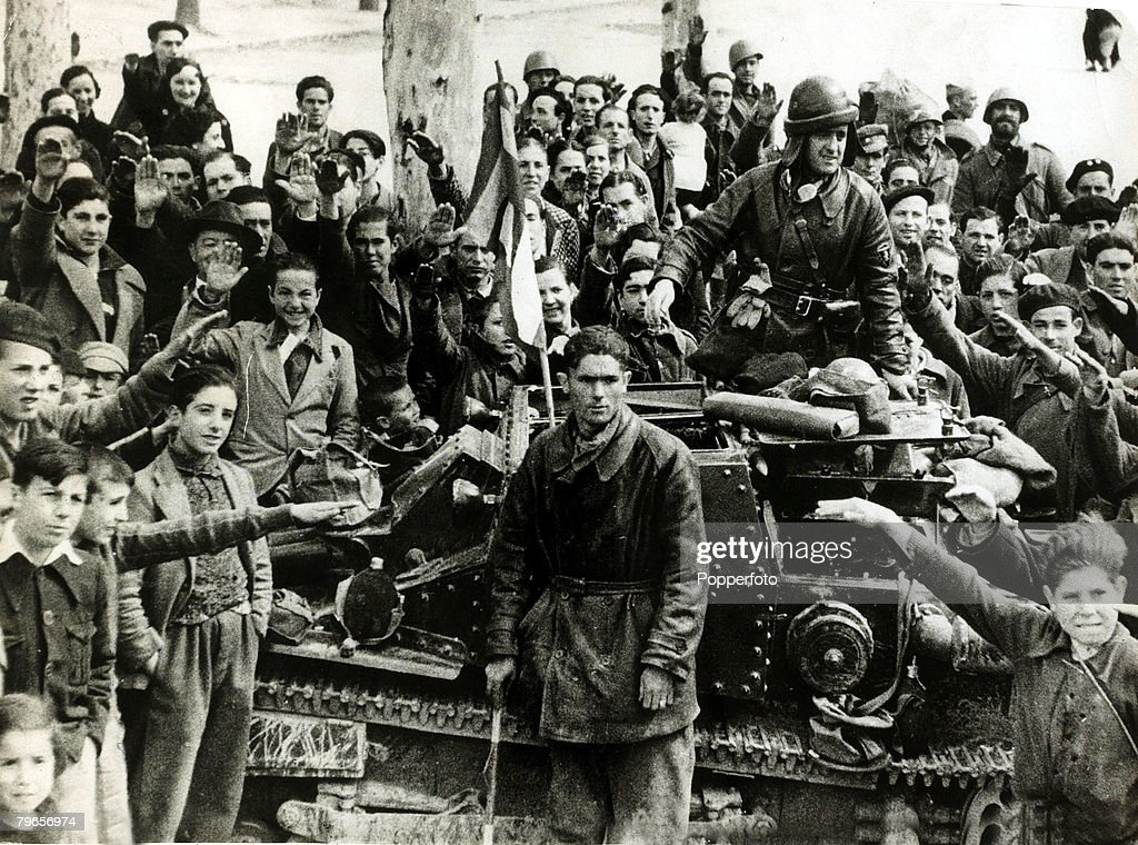 War and Conflict, Spanish Civil War (1936-1939), pic: 1st April 1939, Nationalist soldiers and their tank welcomed on to the streets of Madrid by young and old who are giving the fascist salute, Madrid formerly a loyalist stronghold fell to General Franco : News Photo