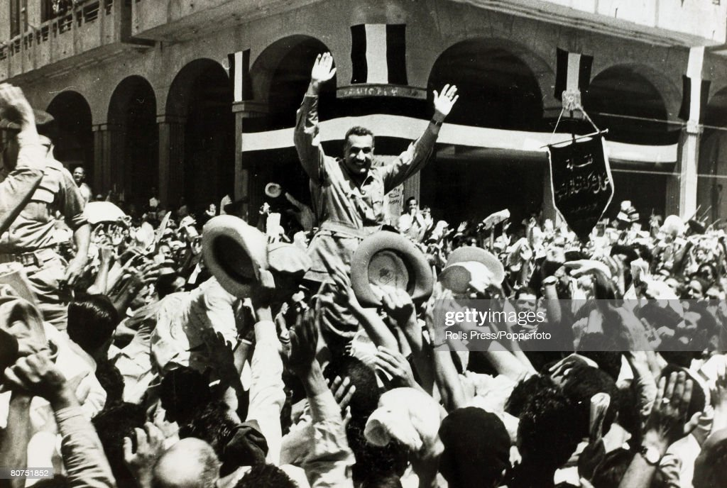 War and Conflict The Suez Crisis. pic: 1956. Egyptian Prime Minister Gamel Abdel Nasser is carried through the streets of Port Said after the British evacuation. : News Photo