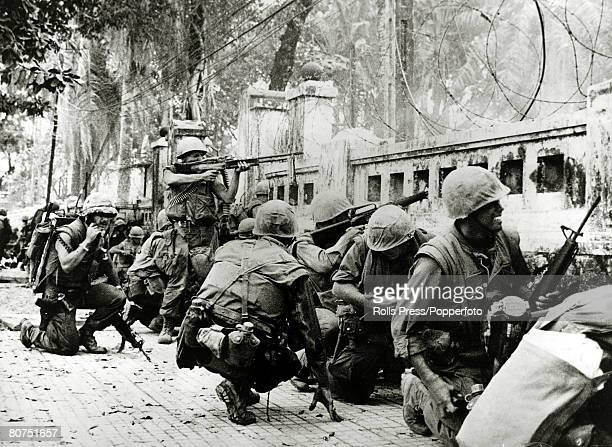 February 1968 Hoa My South Vietnam American marines pinned down in the city of Hue during the heavy fighting for the city