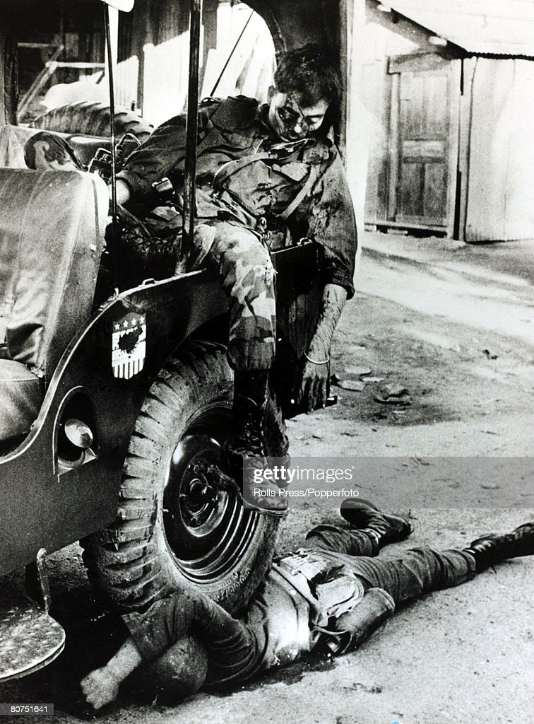 War and Conflict The Vietnam War. pic: January 1968. Saigon, South Vietnam. A South Vietnamese major lies dead, slumped in a jeep after being shot in the face by Viet Cong guerillas, his driver dead also dead is pinned under a wheel of the vehicle. : Fotografía de noticias
