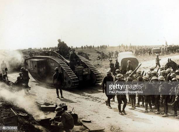 War and Conflict, World War I, 1914-1918, France, pic: 25th August 1918, British Mark IV tank of the 10th Battalion and troops of the New Zealand...