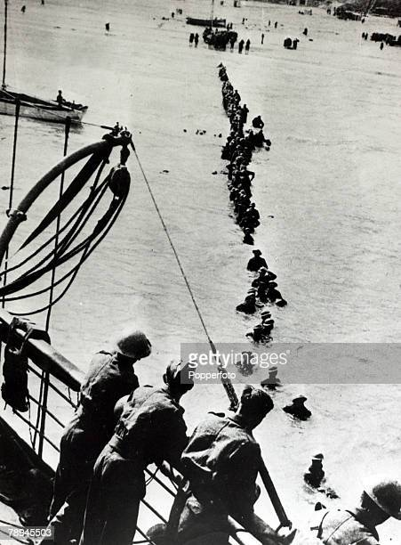 May/June 1940 The Battle of Dunkirk A queue of British soldiers wading out into deep water to reach a ship The Battle of Dunkirk which took place...