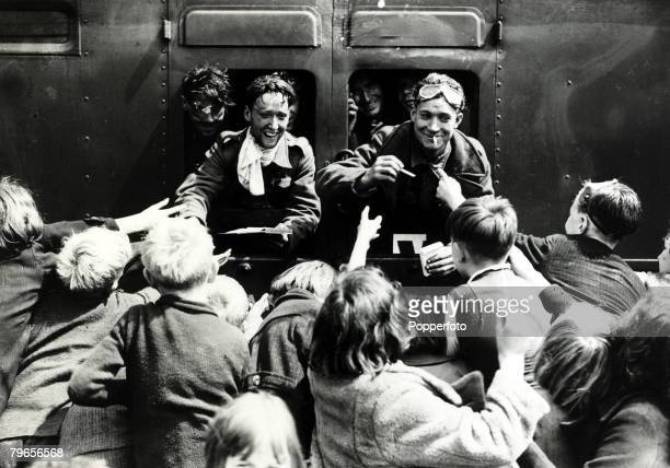 May/June 1940 The Battle of Dunkirk Men of the British Expeditionary Force arrive at a London railway station on their return home to be greeted by...