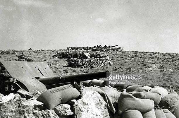 War and Conflict World War Two North Africa pic circa 1941 Italian guns and their crews near Tobruk Libya