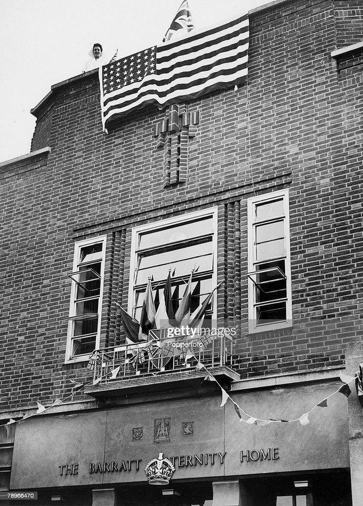 War and Conflict. World War Two. People. pic: 1944. Northampton, Northamptonshire, England. The front of the Barratt Maternity Home in Cheyne Walk, after nurses had covered it in flags. The American Stars and Stripes the most prominent, perhaps due to the : News Photo
