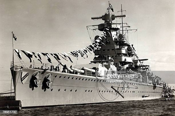 circa 1939 The German battleship ' Admiral Scheer'
