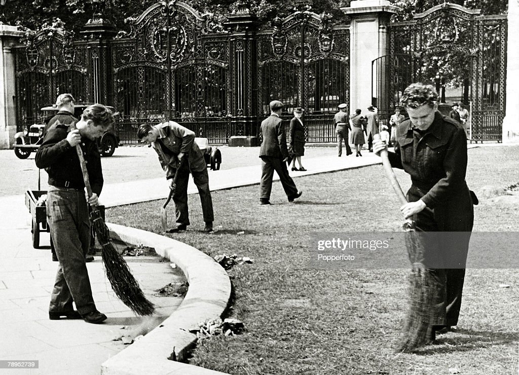 1946, London, England, German prisoners of war clearing up