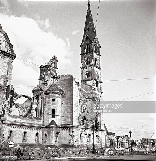 War destructions in Berlin Charlottenburg The bombed Kaiser Wilhelm Memorial Church At the right was once the Romanisches Café Photographer Ernst Hahn