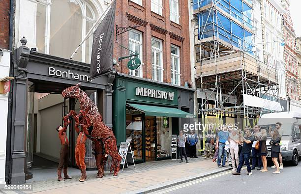 War horse 'Joey' is led down a busy New Bond Street during the Bonhams War horse photocall on September 6 2016 in London England The puppets central...