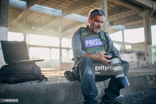 war journalist, risky business - free stock pictures, royalty-free photos & images