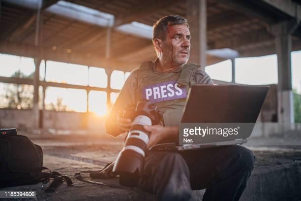 journaliste de guerre, affaires risquées - journaliste photos et images de collection