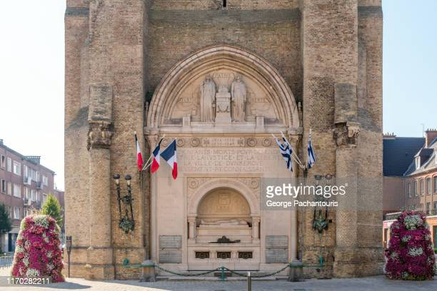 war memorial in dunkirk, france - dunkirk evacuation stock pictures, royalty-free photos & images