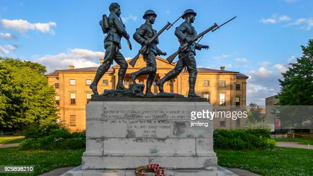 war memorial monument - memorial day remembrance stock pictures, royalty-free photos & images