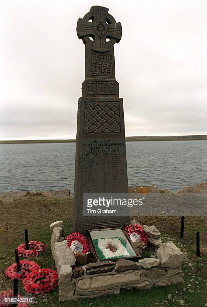 War memorial to the war dead at Fitzroy Cove Falklands Islands | Location FITZROY COVE ILES MALOUINES Great Britain